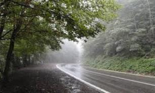 بارش باران در مازندران و گیلان/ ترافیک در آزادراه قزوین – کرج نیمه سنگین است